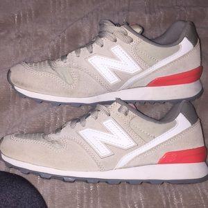 New Balance 696  size 5